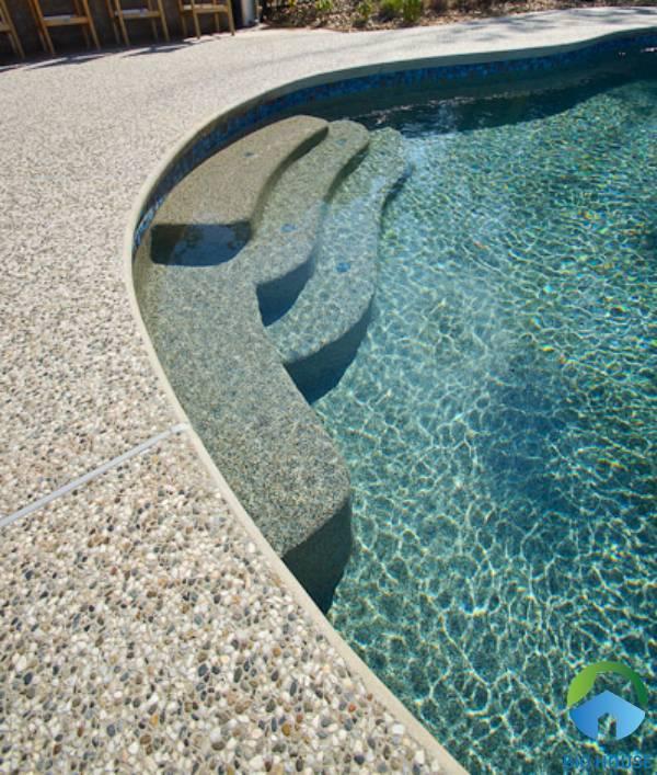 Gạch sỏi đá Mikado ứng dụng cho bể bơi