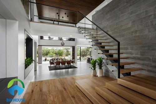gạch giả gỗ ốp tường màu xám đơn giản, thanh lịch