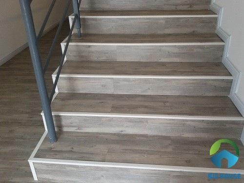 gạch lát cầu thang vân gỗ 3