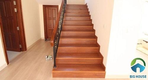 gạch lát cầu thang giả gỗ