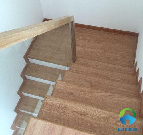 gạch lát cầu thang vân gỗ 1
