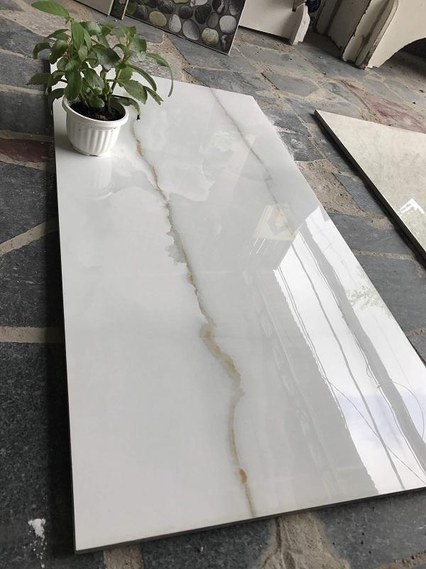 Có nên dùng gạch bóng kiếng ốp tường? Tư vấn hiệu quả