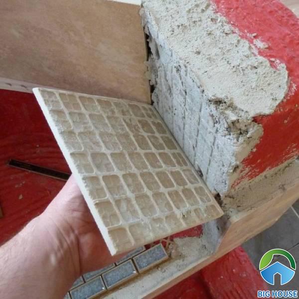 Nguyên nhân gạch ốp tường bị nứt vỡ