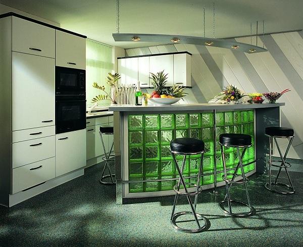 Mẫu gạch kính ốp bếp màu xanh lá